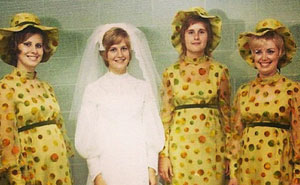 15+ Ridiculous Vintage Bridesmaids Dresses That Show Just How Much Time Has Changed