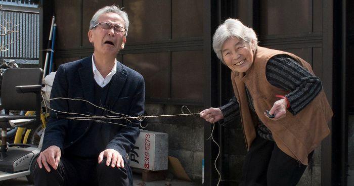 Esta abuela japonesa de 90 años descubre la fotografía y no puede dejar de hacerse divertidos autorretratos (Nuevas imágenes)