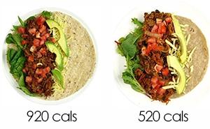 Esta dietista muestra 2 platos con la misma comida pero distintas calorías con cambios mínimos