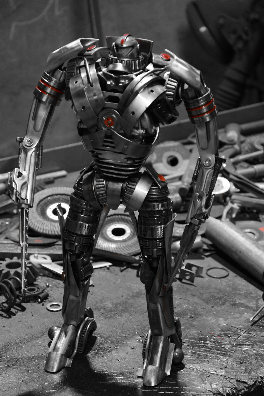 Polish Artist Creates Popular Sci-Fi Characters From Scrap Metal