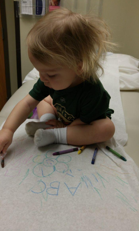 Lleva ceras de colores cuando tengas que llevar al niño al médico. Mantendrá distraido a todo el mundo durante las esperas
