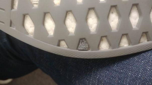 ก้อนกรวดนี้ที่ติดอยู่ในพื้นรองเท้าของฉัน