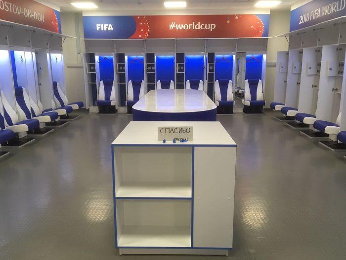 """El Equipo Japonés Deja Un Vestuario Impecable Con Una Nota De """"Gracias"""" En Ruso A Pesar De Su Desgarradora Derrota 2-3 A Bélgica"""