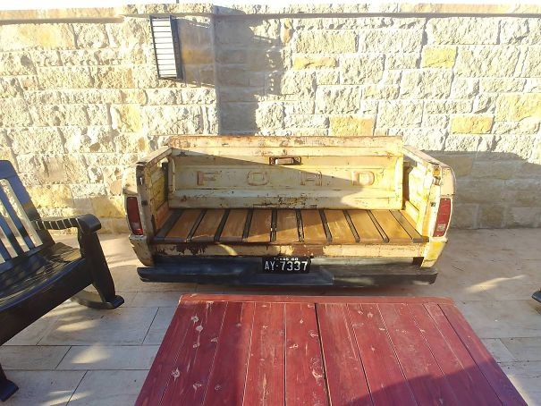 Excellent This Bench Made From A Truck Bed Bored Panda Ocoug Best Dining Table And Chair Ideas Images Ocougorg