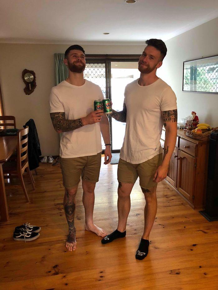 Mi hermano acaba de cruzar medio mundo para verme y llevamos la misma maldita ropa