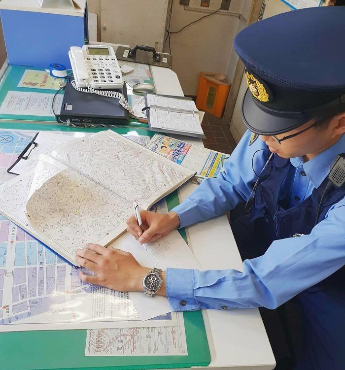 Entré A Un Puesto De Policía En Tokio Para Obtener Direcciones A Un Lugar A 3 Manzanas, El Oficial Me Hizo Un Mapa Detallado Dibujado A Mano Para Asegurarse De Que Lo Encuentre... ¡Guau!