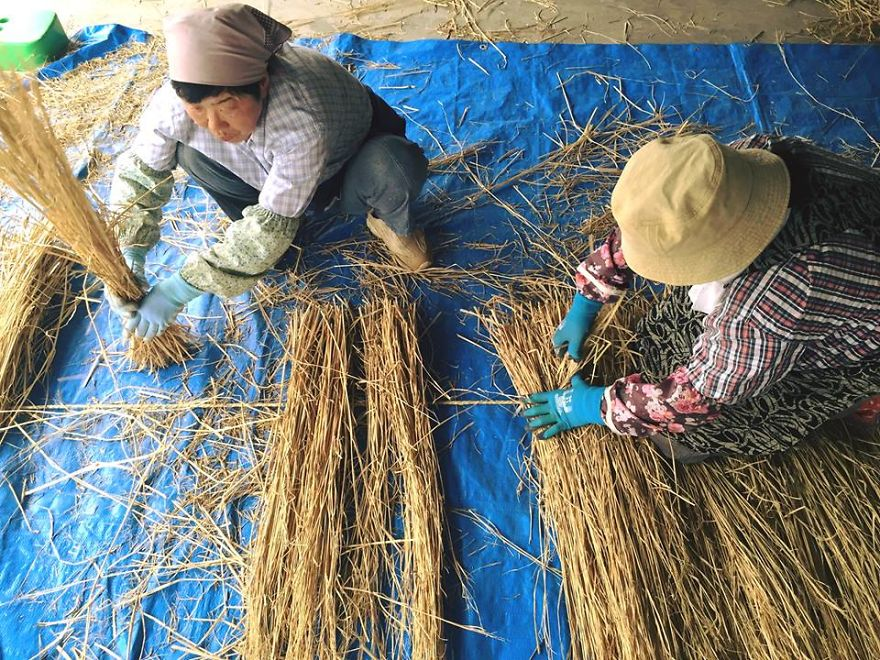 Japanese Continue The Tradition Of Rice Harvest Season By Creating Gigantic Straw Sculptures