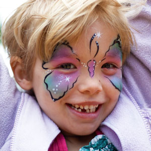 After Seeing A Mother Shame Her Son For Wanting A Butterfly Painted On His Face This Clown Shut Her Down
