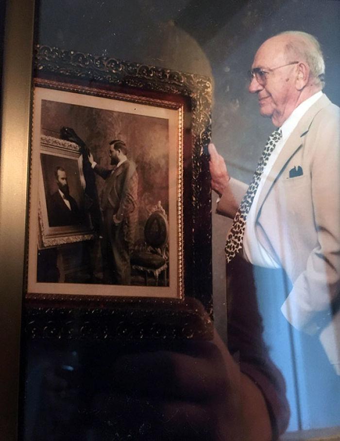 El abuelo de mi novia con una foto de su abuelo con una foto de su abuelo