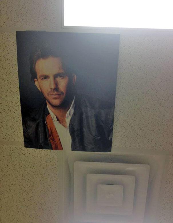 אז זה על התקרה של משרד הגינקולוג שלי
