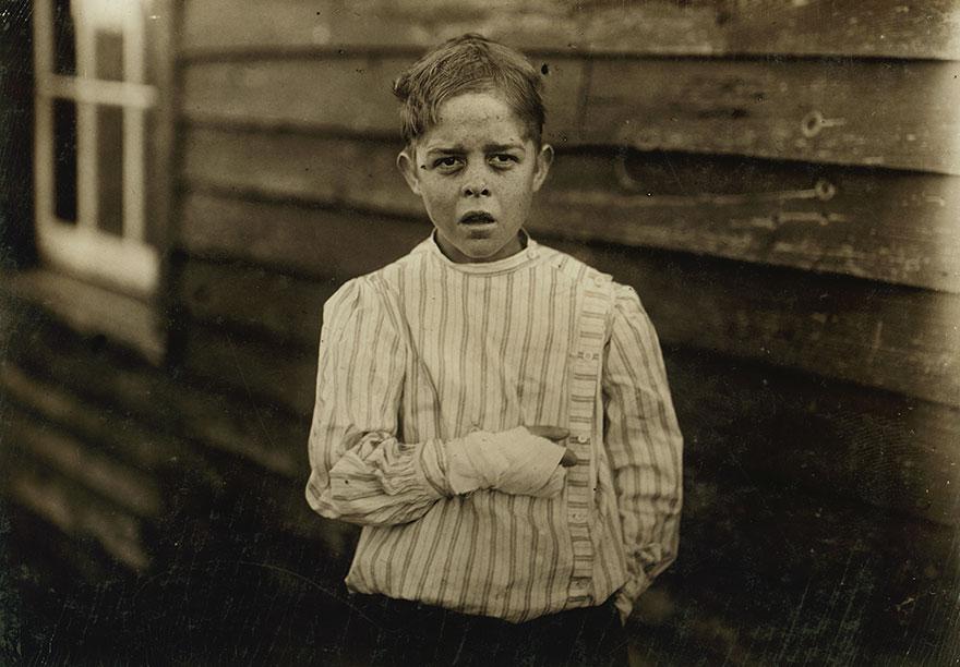 صور مروعة من 1900s تظهر صراعات الأطفال العاملين قبل إلغاء عمل الأطفال!