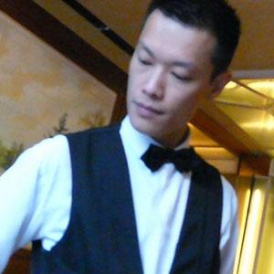 El Cliente Deja Una Evaluación De Una Estrella Para El Restaurante, Desafortunadamente, El Propietario Lo Recuerda Muy Bien