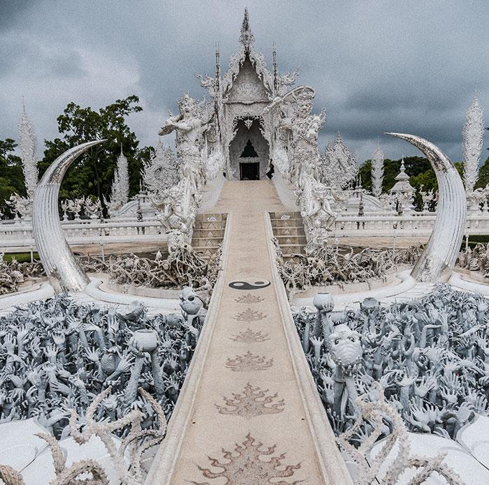 Dieser weiße Tempel in Thailand ist Himmel und Hölle zugleich