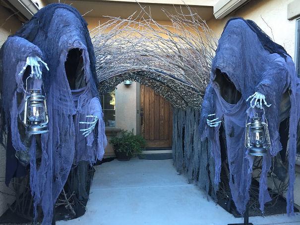 Courtyard Ghouls