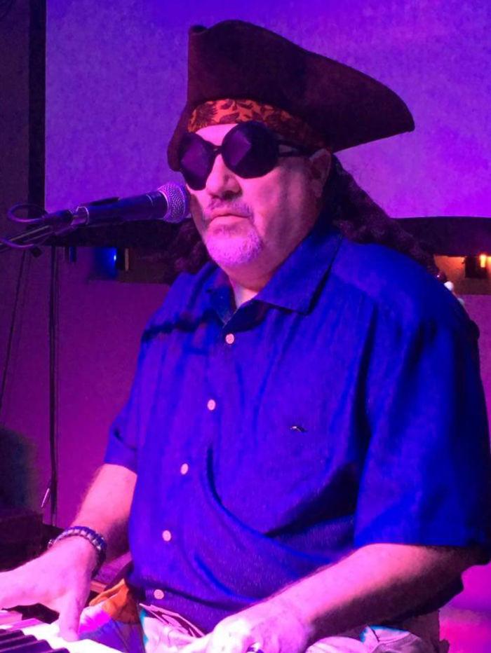 Mi padre es ciego y se disfrazó de pirata en Halloween