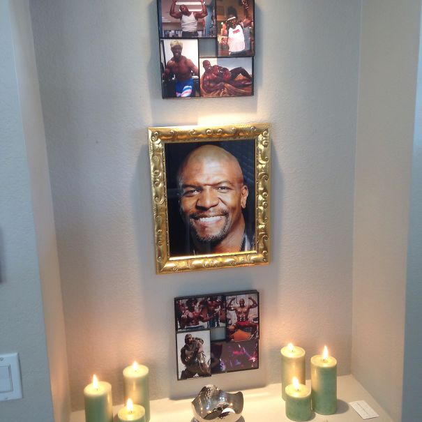 My Brother And His Fiancé Left Me Their House For The Weekend. So I Made A Terry Crews Shrine In Their Entryway