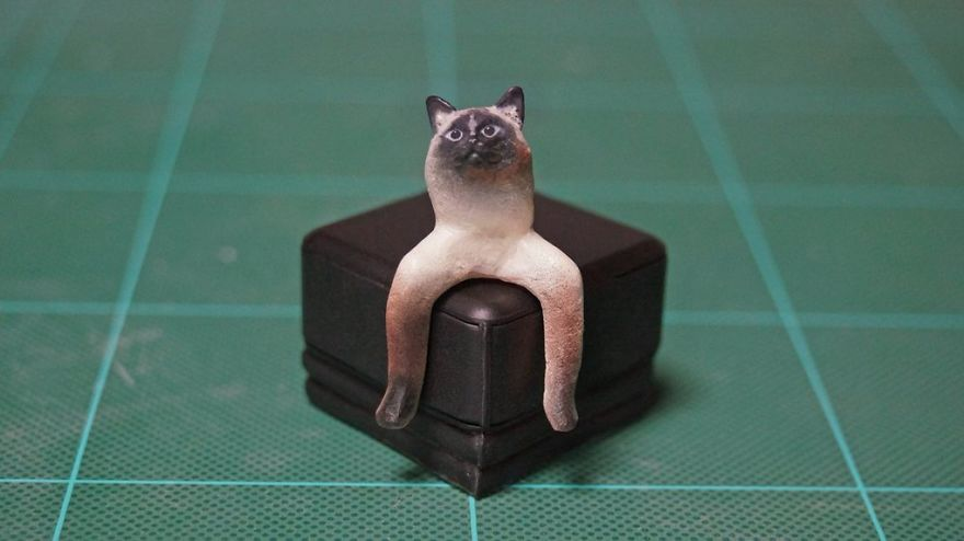 Japanese Artist Turns Awkward Animal Moments Into Sculptures, And The Result Is Hilarious