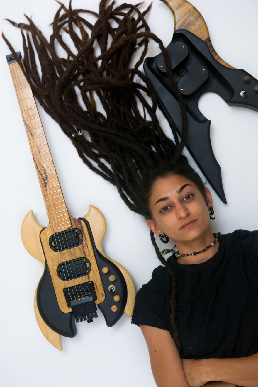 Take A Good Look At This New 2018 Guitar Design By Industrial Design Student Hila Bitton