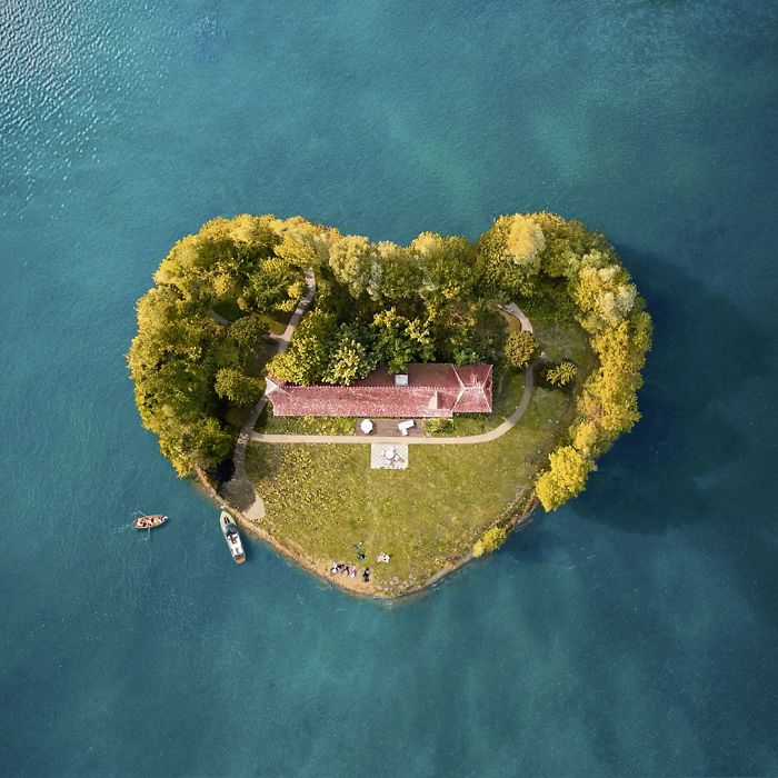 This Artist Uses Drones To Create Their Islands And The Result Impresses