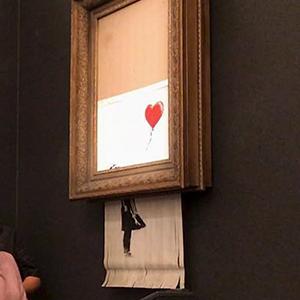 Este hombre se dio cuenta de que algo no tenía sentido en el cuadro despedazado de Banksy, y explica por qué es FALSO