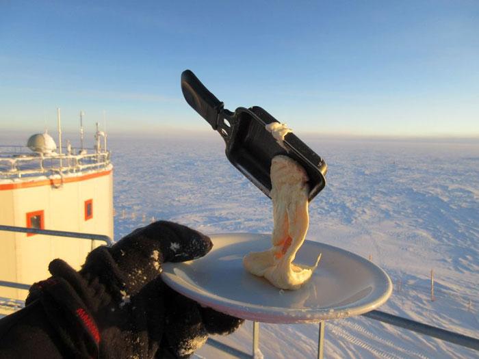 Este astrobiólogo intenta cocinar en la Antártida a -70ºC