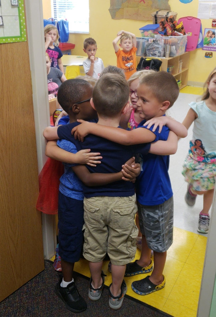These Kids From Daycare Saying Their Last Goodbyes Before Going To Separate Elementary Schools