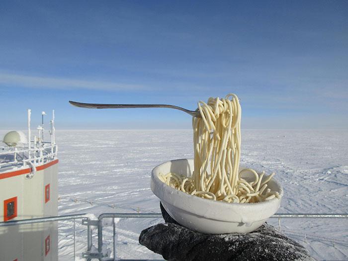 Fideos a -60ºC en la estación de investigación Concordia, Antártida