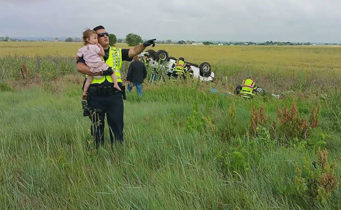 Police Officer Pictured Distracting A Little Girl After Her Dad Died In Car Accident Says He Began Singing 'Twinkle Twinkle Little Star' To Comfort Her