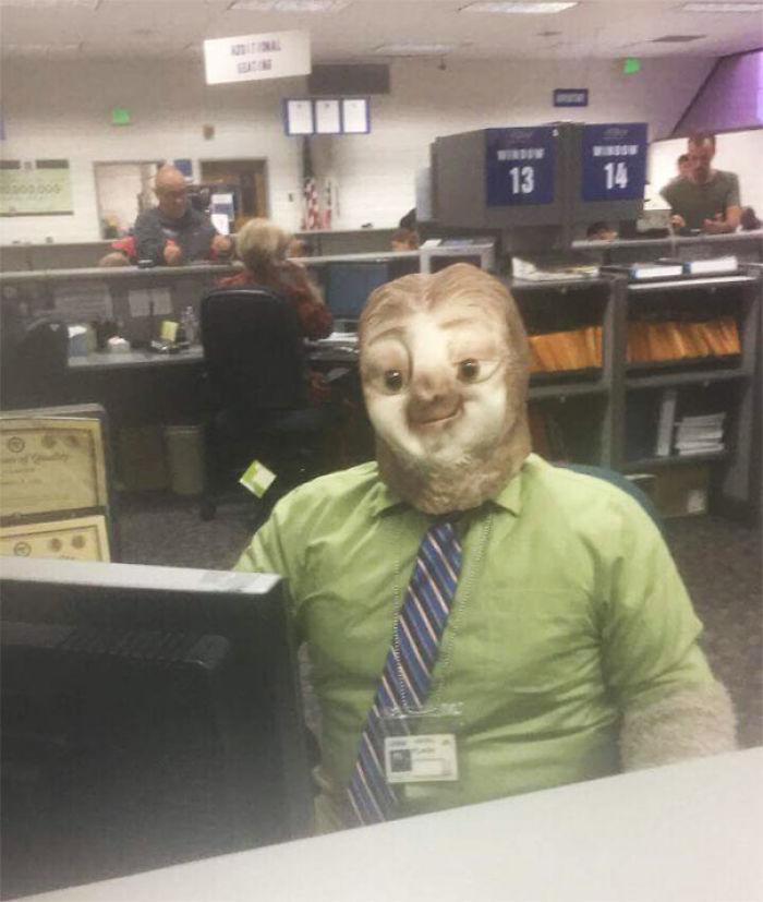 Mi amigo fue a la Dirección de Vehículos Motorizados en Halloween