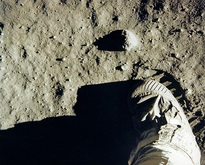 moon-landing-1001