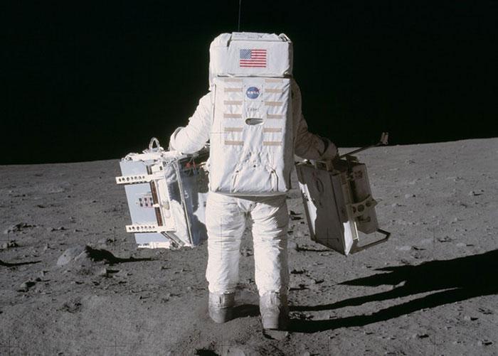 moon-landing-1002