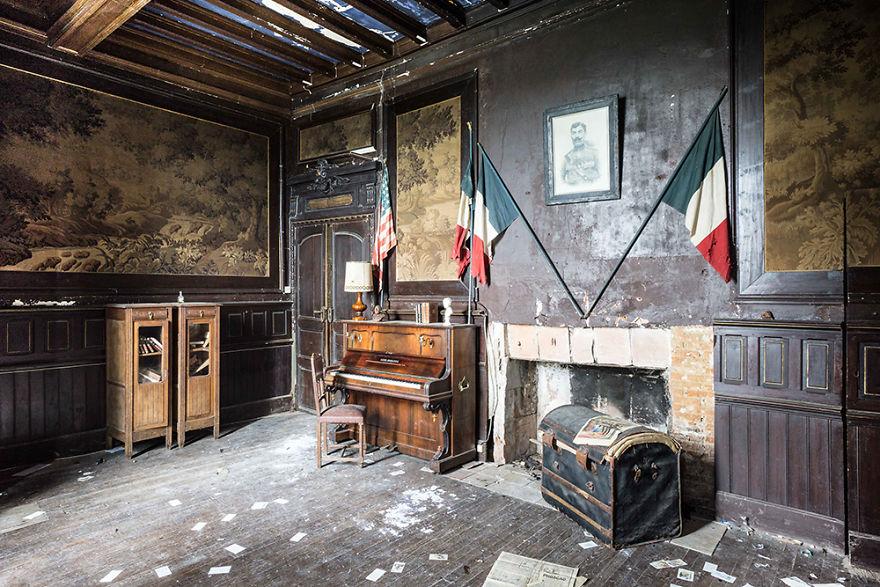 Рояли и пиано в заброшенных палаццо. Проект Ромейна Тьери