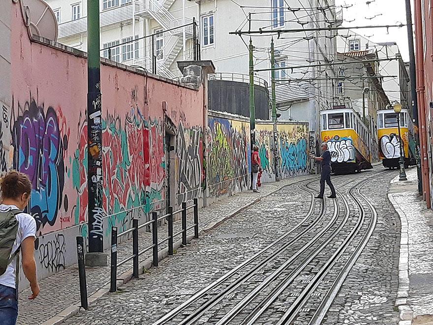 street-art-lisbon-rodras-burton-4