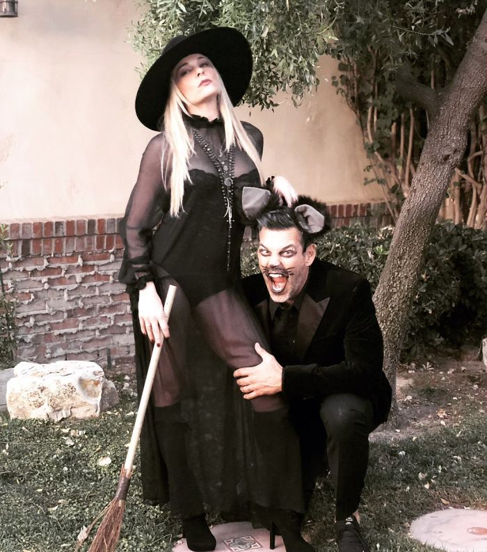Leann Rimes As Witch With A Black Cat