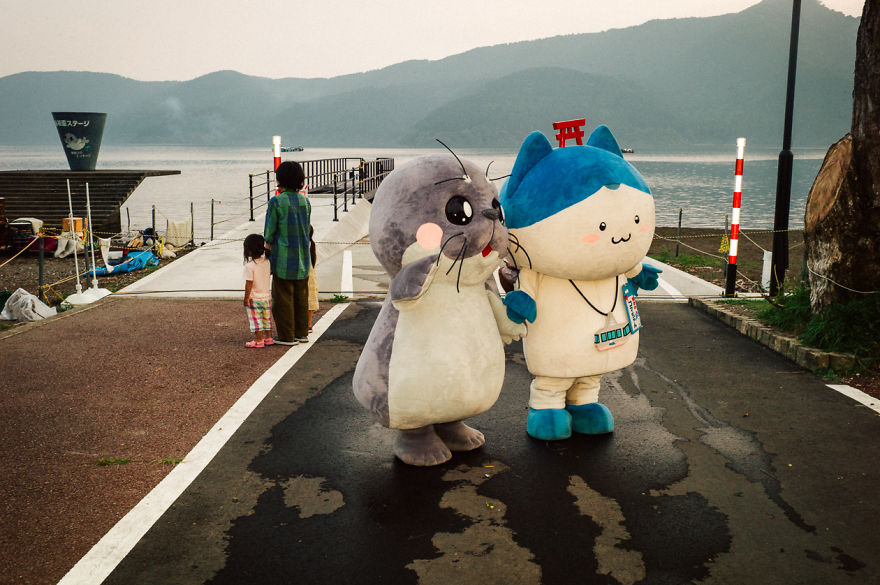 Japanese Photographer Manages To Show Bright Moments In Everyday Life In Japan