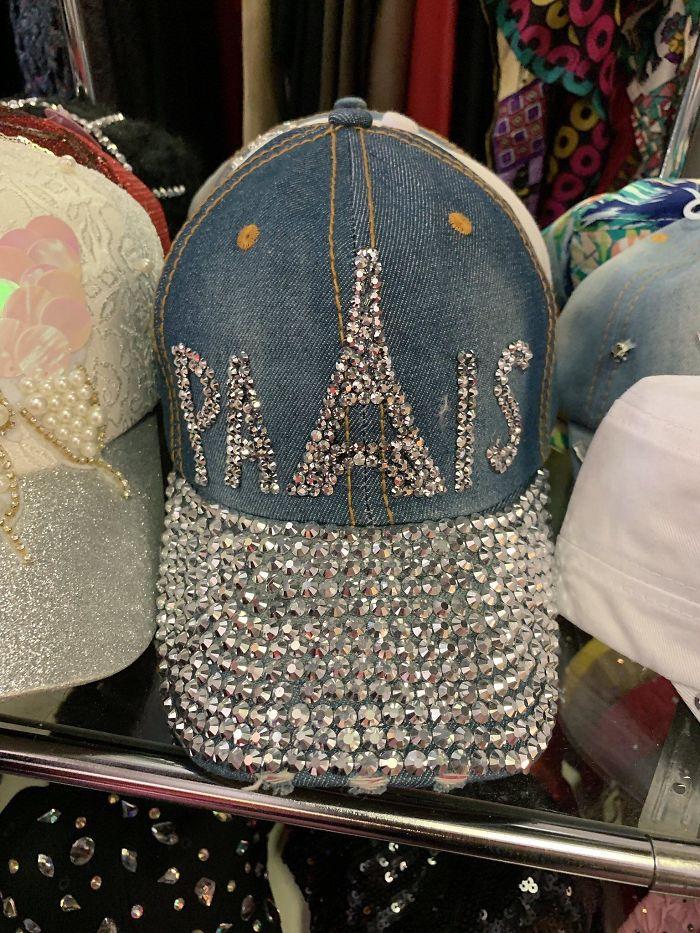 Si hubiera alguna letra que se pareciera a la torre Eiffel...