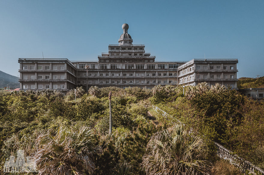 31 photos that i took inside the biggest abandoned hotel in japan 31 Photos That I Took Inside The Biggest Abandoned Hotel In Japan DJI 0031 5be48d341be4f  880
