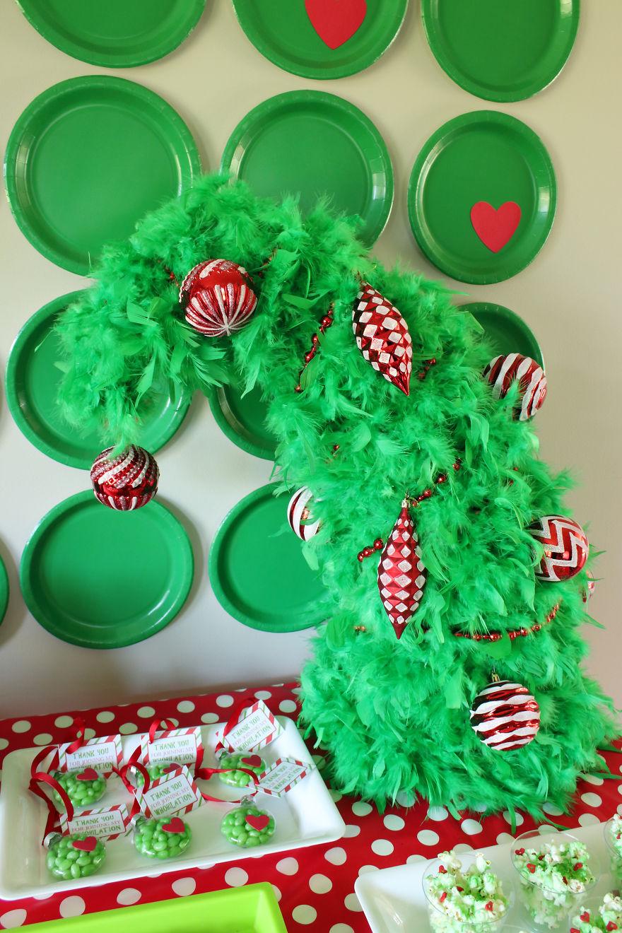 DIY Whoville Christmas Tree | Bored Panda