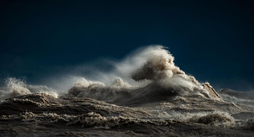 Могучие волны Великих Озер от Тревора Поттльберга