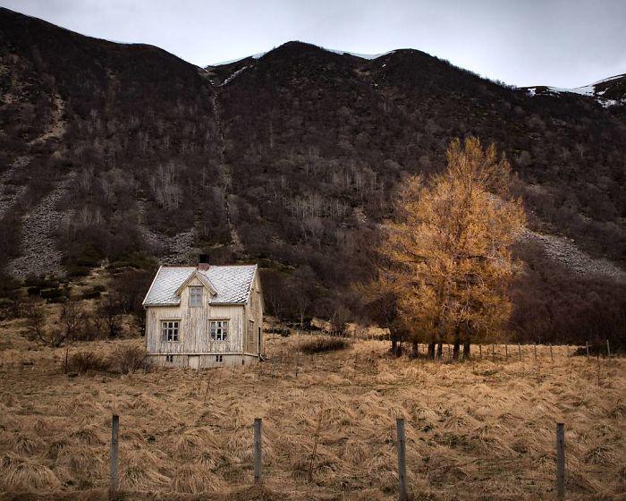 I Photograph Abandoned Houses In Scandinavia (30 Pics)