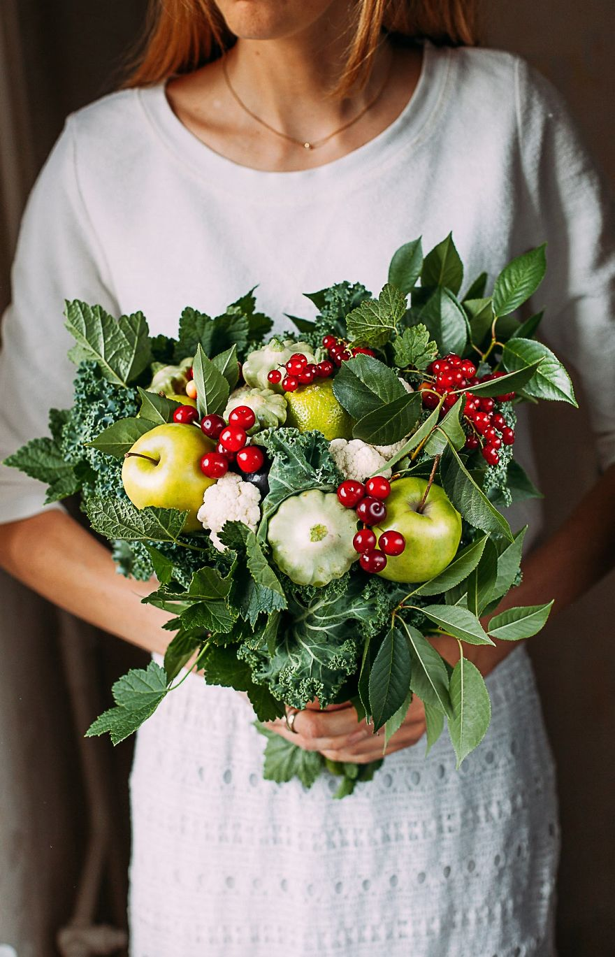 Viburnum Fruits, Apples, Kali, Laurel And Grape Leaves