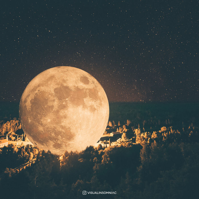 Selenophile Artist Expressed His Love To Moon Through His Art.