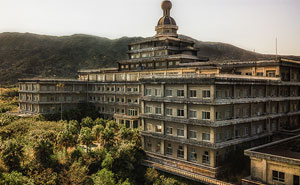 31 Fotos tomadas en el interior del mayor hotel abandonado de Japón