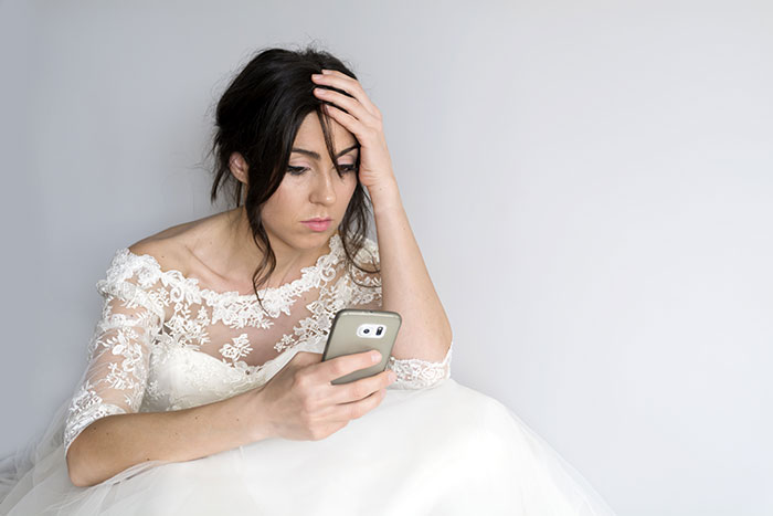 Woman Receives Screenshots Of Fiancé's Affair Texts Just Before Wedding, Reads Them Out Instead Of Vows