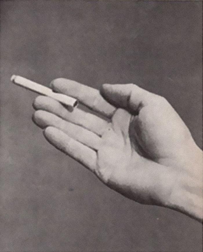 Beginilah Cara Orang Tahun 1959 Memegang Rokok Dan Makna Dibaliknya