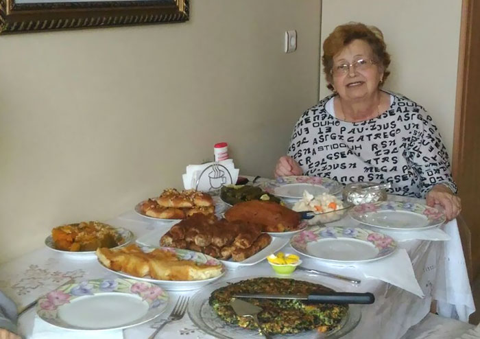 My Grandma Shows Off With Her Preparations For Guests. Exactly 9 Minutes Before We Called An Ambulance