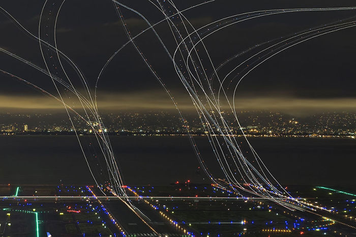 4 Hours Of Air Traffic, USA (Honorouble Mention In Architecture and Urban Spaces Category)