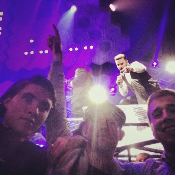 A volte vedi Justin Timberlake in concerto ... A volte lui Photobombs You