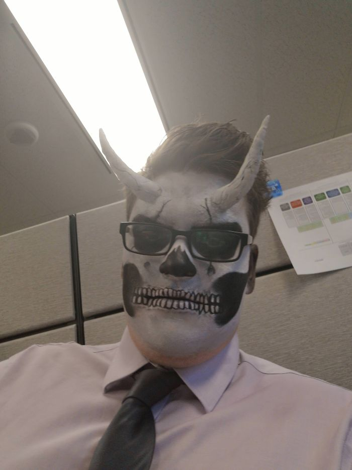 I Work In An Office And They Told People To Dress Up. I'm The Only One Dressed Up...