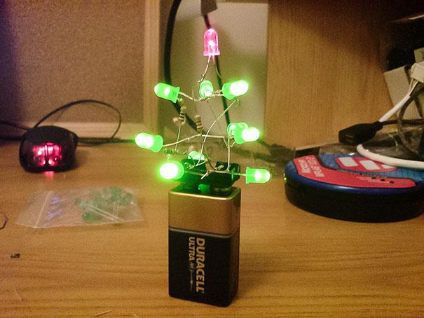 diy-christmas-tree-ideas-57-5c1264e81f0db__605.jpg